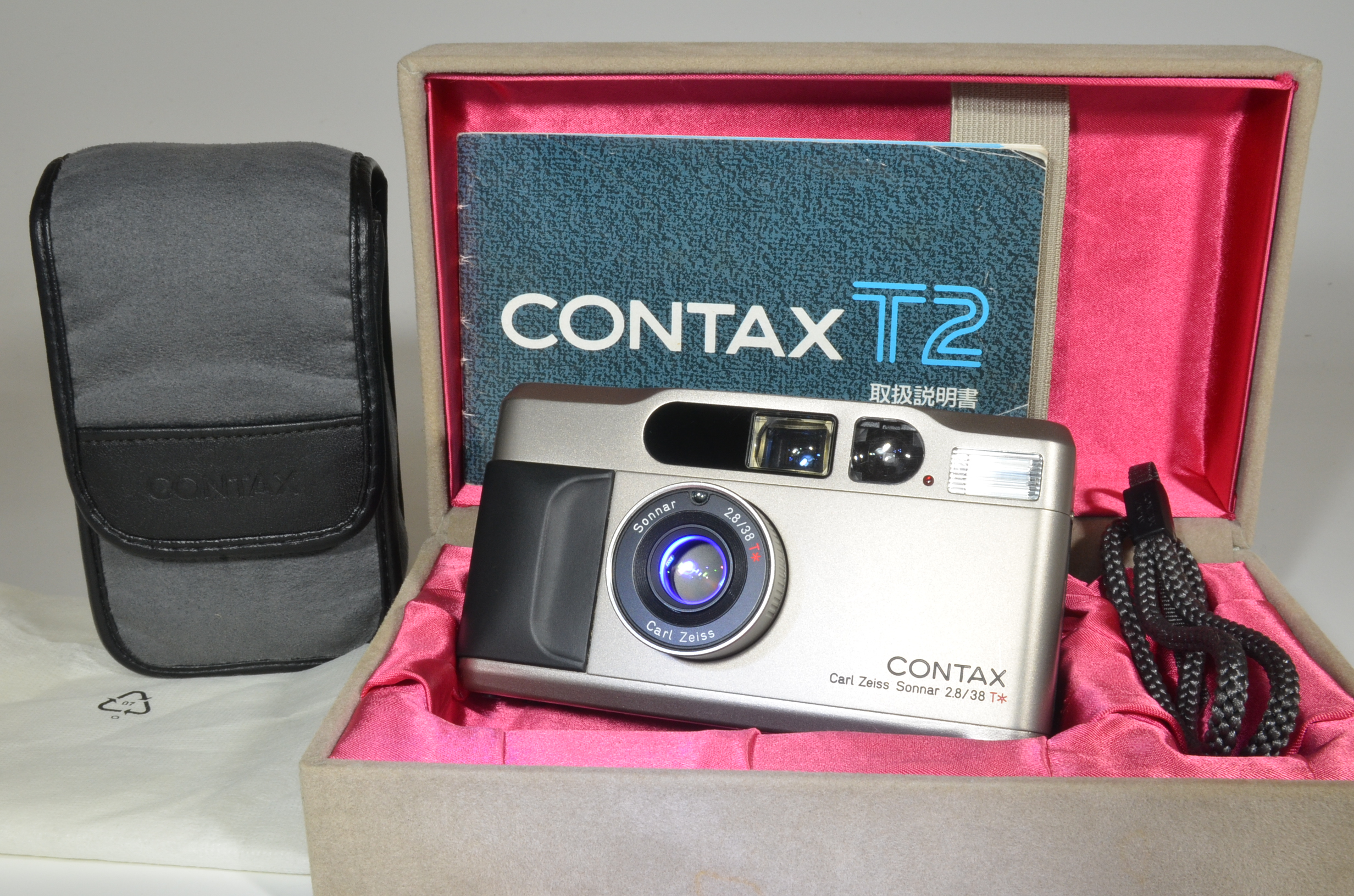 contax t2 data back point & shoot 35mm film camera boxed