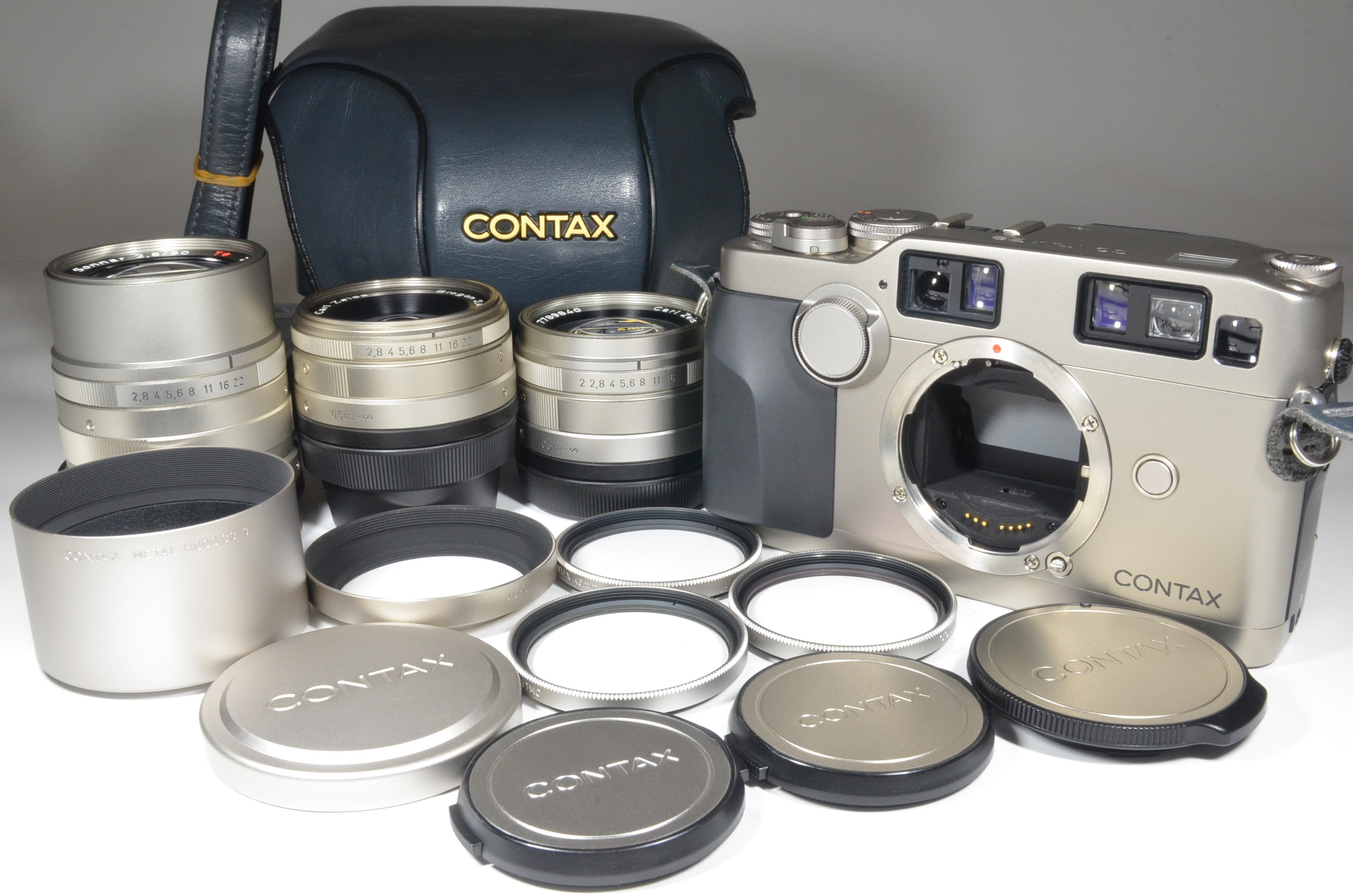contax g2 data back, case, planar 45mm f2, biogon 28mm f2.8, sonnar 90mm f2.8