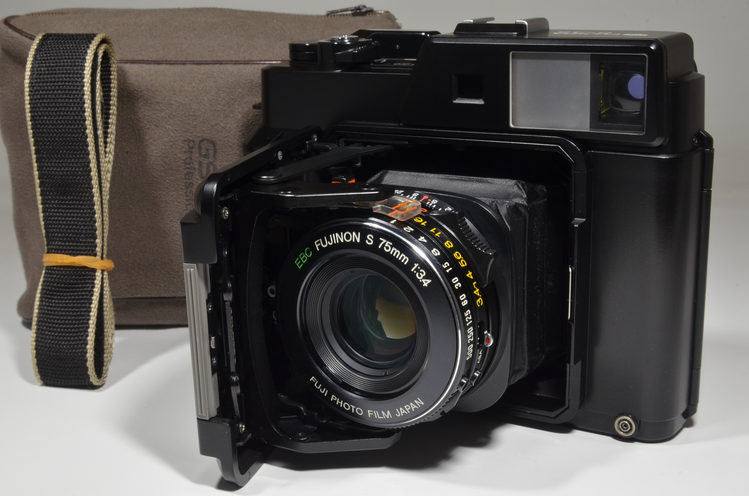 fujifilm fujica gs645 pro fujinon 75mm f3.4 medium format